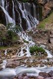 Färgrika kaskader av vattenfall i den Aladalgar nationalparken i Turkiet royaltyfri fotografi
