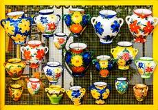 Färgrika keramiska krukar Royaltyfria Bilder
