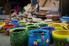 Färgrika keramiska krukar Fotografering för Bildbyråer