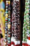 Färgrika keramiska Lundayeh halsbandpärlor Arkivfoton