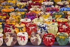 Färgrika keramiska vases Fotografering för Bildbyråer