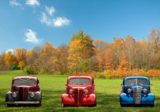 Färgrika klassiska bilar Royaltyfria Bilder