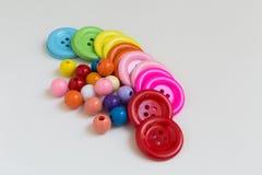 Färgrika knappar och pärlor royaltyfria foton