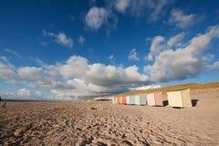 färgrika kojor för strand Arkivbild