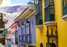 Färgrika koloniala byggnader i La Paz Bolivia Royaltyfri Bild