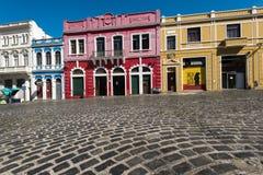 Färgrika koloniala hus av Curitiba Arkivfoto