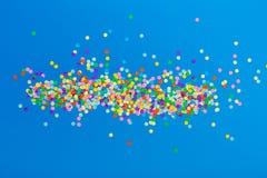 färgrika konfettiar arkivbild