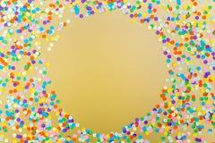 färgrika konfettiar royaltyfria bilder