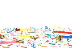 Färgrika konfettier, banderoller och partiblåsare Fotografering för Bildbyråer