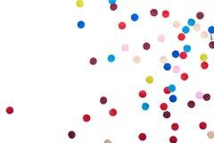 Färgrika konfettier framme av vit bakgrund arkivbilder
