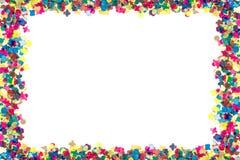 Färgrika konfettier i rektangulär ram arkivbilder