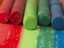 Färgrika konstnärliga crayouns Royaltyfri Fotografi