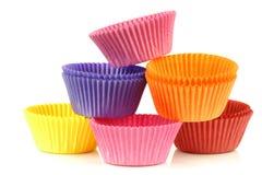 färgrika koppar tömmer den staplade muffinen Royaltyfria Bilder