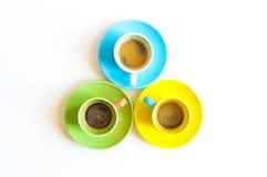 färgrika koppar tre för kaffe Royaltyfri Bild