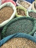 Färgrika kryddamarknadsskatter Arkivbilder