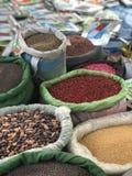 Färgrika kryddamarknadsskatter Arkivfoto