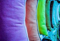 färgrika kuddar fotografering för bildbyråer