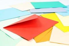 färgrika kuvert Arkivbilder