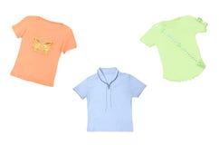 färgrika kvinnligskjortor royaltyfria foton