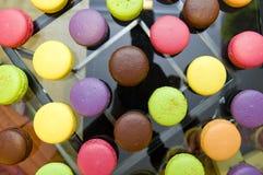 färgrika läckra macarons Arkivbild