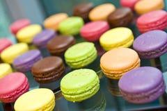 färgrika läckra macarons Fotografering för Bildbyråer
