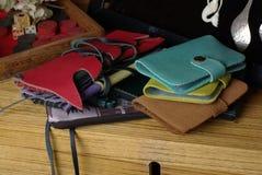 Färgrika läderplånböcker Arkivbild