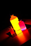Färgrika labbflaskor Arkivbild