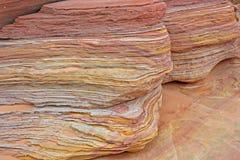 Färgrika lager av sandsten arkivfoto