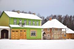 färgrika landshus royaltyfri foto