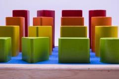 Färgrika leksaker, geometriska former som göras av trä Royaltyfri Foto
