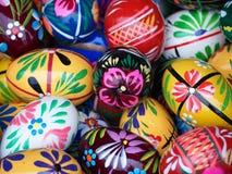 färgrika målade easter ägg Arkivfoto