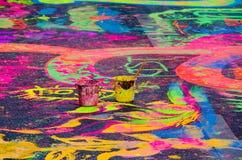 Färgrika målarfärger på en väg Fotografering för Bildbyråer