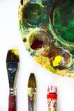 Färgrika målninghjälpmedel Arkivfoto