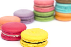 färgrika macarons Arkivfoton