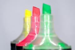 Färgrika markörpennor för kulöra highlighters Arkivfoto
