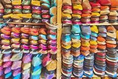 Färgrika marockanska traditionella skor Royaltyfria Foton