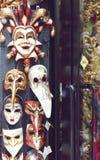 Färgrika maskeringar i Venedig Italien Royaltyfri Bild