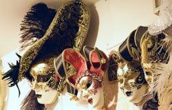 Färgrika maskeringar i Venedig Italien Royaltyfri Foto