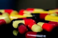 färgrika medicinpills Royaltyfri Bild