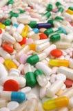 färgrika medicinpills Arkivfoton