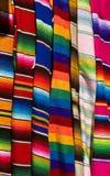 färgrika mexikanska serapes Royaltyfri Fotografi