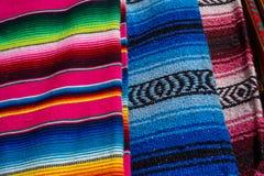 Färgrika mexikanska zarapes Royaltyfria Bilder