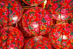 Färgrika moderna kinesiska lyktor för närbild Arkivfoto