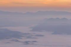 Färgrika moln på gryning Fotografering för Bildbyråer