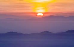 Färgrika moln på gryning Royaltyfri Foto