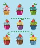 Färgrika muffin med bär Arkivbild