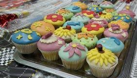 färgrika muffiner Royaltyfri Fotografi