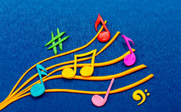 Färgrika musikaliska anmärkningar som göras av plasticine Royaltyfria Foton
