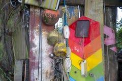 Färgrika objekt funnit kamma för strand Fotografering för Bildbyråer