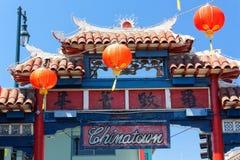 Färgrika orange lyktor på Los Angeles Chinatown Arkivbilder
